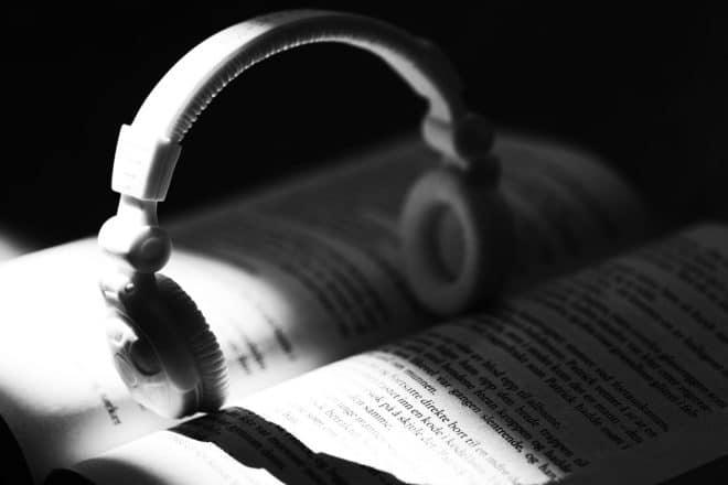 Audio guy jokes on dating